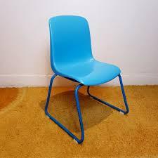 chaise plastique enfant chaise enfant vintage empilable assise plastique bleu le havre vintage