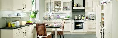 roller einbauküche landhausküchen rustikale gemütliche einbauküchen