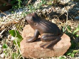metal pond frog small statue