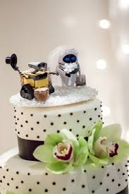 theme wedding cakes fall in with these disney inspired wedding cakes oh my