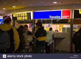 bureau de changes bureau de changes 100 images bureau de change airport stock