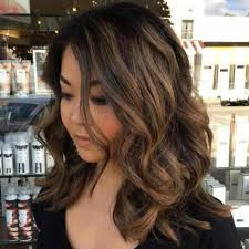 medium hair 30 medium hairstyles for round faces wear it and glam it