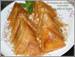 cuisine marocaine brick briouates au amandes et au miel pâtisserie marocaine