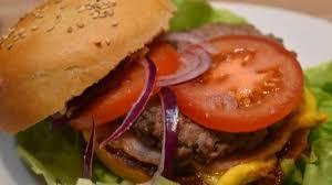 cuisiner un hamburger hamburger sauce bbq recette par maman ça déborde