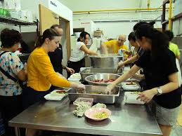 makin island and 11th meu crewmembers volunteer at singapore soup