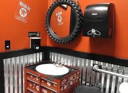 best 25 cave bathroom ideas garage cave bathroom vozindependiente