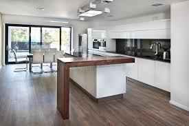 cuisine maison de famille l espace ouvert de cuisine à l intérieur neuf de la maison de