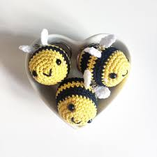 bumble bee keyring crochet pattern by catknit