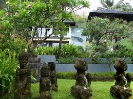 Arts And Crafts Garden - arts and crafts are everywhere on lombok and well worth shopping