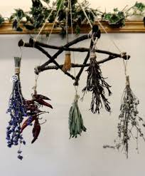 Witch Decorating Ideas Best 25 Wiccan Decor Ideas On Pinterest Pagan Decor Witch
