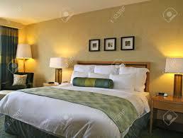 chambre haut de gamme luxe grand lit dans une chambre d hôtel haut de gamme banque d
