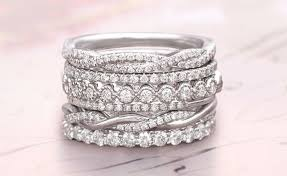 diamond wedding bands for how to buy a diamond wedding band brilliant earth
