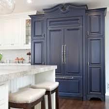 Photos HGTV - Navy kitchen cabinets