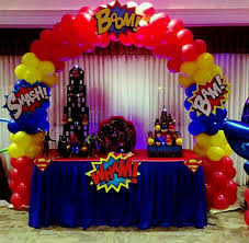 Balloons On Sticks Centerpiece by Best 25 Superhero Centerpiece Ideas On Pinterest Superhero