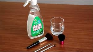 how to clean makeup brushes using white vinegar