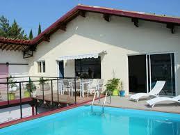 chambre avec piscine spacieuse cave à vin convertie en 1 chambre avec piscine privée et