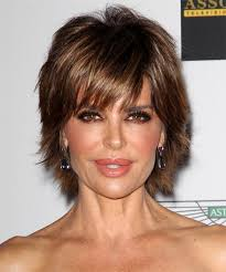 what is the texture of rinnas hair lisa rinna short straight casual hairstyle with side swept bangs