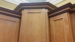 Kitchen Molding Cabinets by Staggered Kitchen Cabinets With Crown Molding Kitchen Cabinet