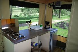 tente de cuisine tente aménagée en lozère près du lac de naussac la cigale de l