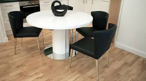 Modern Round White Gloss Extending Dining Table And Chairs Seats - Black and white dining table with chairs
