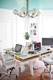 Pinterest Office Decor by Best 25 Office Table Ideas On Pinterest Office Table Design