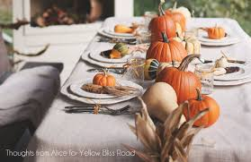 10 thanksgiving tablescapes to be inspired by you re so pretty