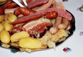 alsace cuisine traditionnelle recette pratique de la choucroute garnie alsacienne maison