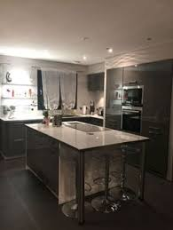 plan cuisine 10m2 cuisine en blanc avec plan de travail cuisine