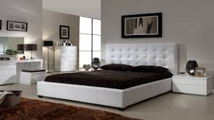 modern bedroom design with simple decorating ideas