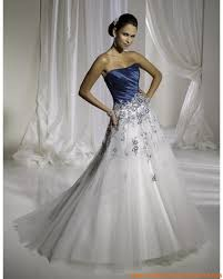 robe de mari e bleue robe a ligne avec traîne balayée en satin et organdi décorée de
