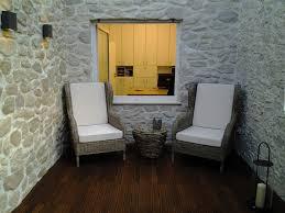 Wohnzimmer Natursteinwand Holzwande Holzpaneele Wände Aus Holz Altholzwand Eichenholz