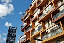 glas balkon windschutz aus glas für den balkon alle infos auf einen blick