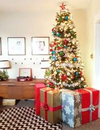 creating a faux gift fence around your tree to help keep