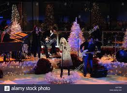 rockefeller center night christmas time stock photos u0026 rockefeller