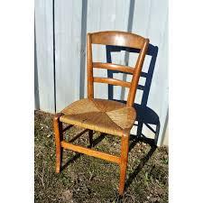chaise en bois et paille chaise d enfant ou légèrements basse en bois paillé le palais des