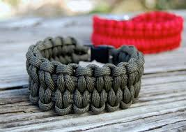 simple survival bracelet images Paracord bracelet instructions style meets practicality jpg