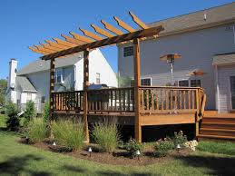 Backyard Shade Canopy by 19 Easy Ways To Create Shade For Your Deck Or Patio Diy
