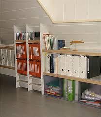 bureau sous pente organiser un espace bureau en bois dans les combles bois com