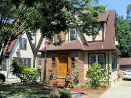 rent donald trump u0027s childhood apartment in queens on airbnb jetset