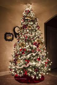 decorating christmas tree 60 christmas trees beautifully decorated to inspire christmas