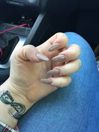 thin oval shaped gel nails done by hannah yelp