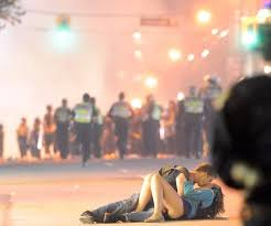 Vancouver Riot Kiss Meme - the australian kissing couple from the vancouver riots are still