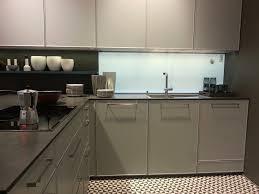 kche weiss hochglanz mit braun fliesen wohndesign kleines moderne dekoration küche weiß hochglanz kche