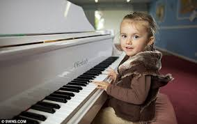 Blind Boy Plays Piano Mini Mozart Experts Amazed As Two Performs Her First Piano