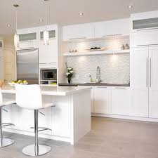 cuisine contemporaine blanche et bois cuisine contemporaine en bois massif maison design bahbe com