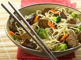 cuisiner des pates chinoises recette nouilles chinoises au boeuf et aux légumes pour 4 personnes