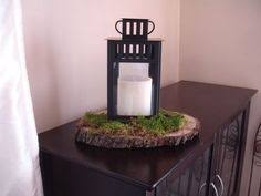 Diy Lantern Centerpiece Weddingbee by Love This Set Up Red Roses Piece Of Natural Wood Black Lantern