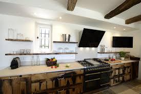 fabricant de cuisine haut de gamme cuisine en vieux bois sur mesure haut de gamme du luberon aux
