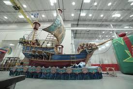 pirate s sets sail at macy s thanksgiving day parade ny