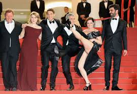 Red Carpet Entertainment Laure Calamy Flashes Entire Cannes Red Carpet After Doing The Can